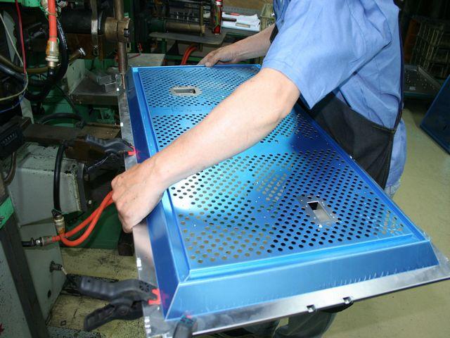 液晶TVシャーシのアルミスポット溶接画像