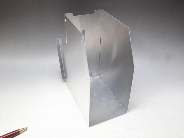 アルミケースのスポット溶接組立画像