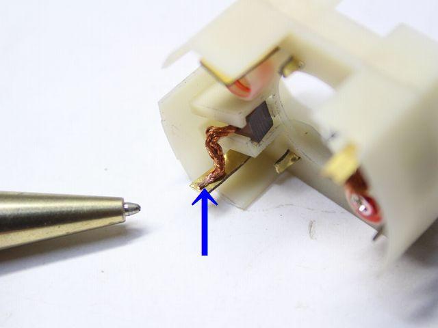 端子とリード線のスポット溶接画像