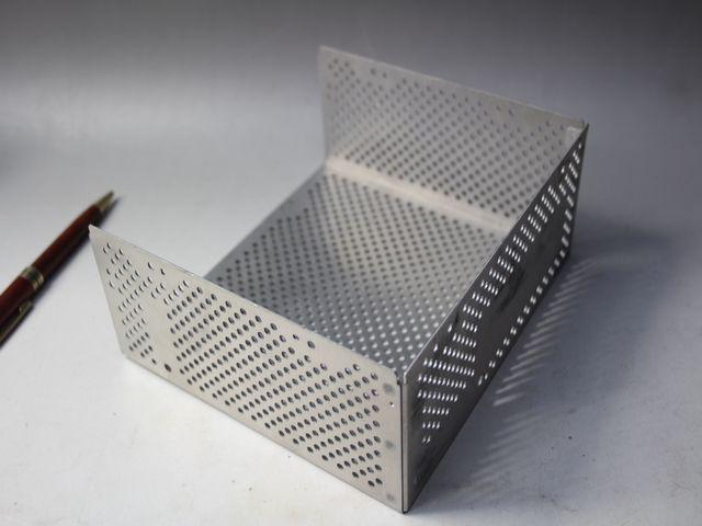 アルミシールドケースのスポット溶接画像