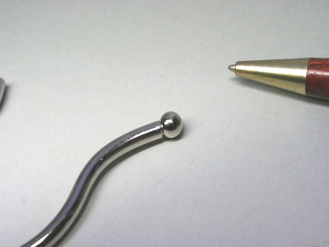 スチールボールと線材のスポット溶接加工画像