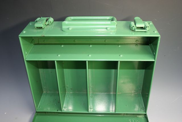 ホットカシメによるボックス(ルアーBOX)組立