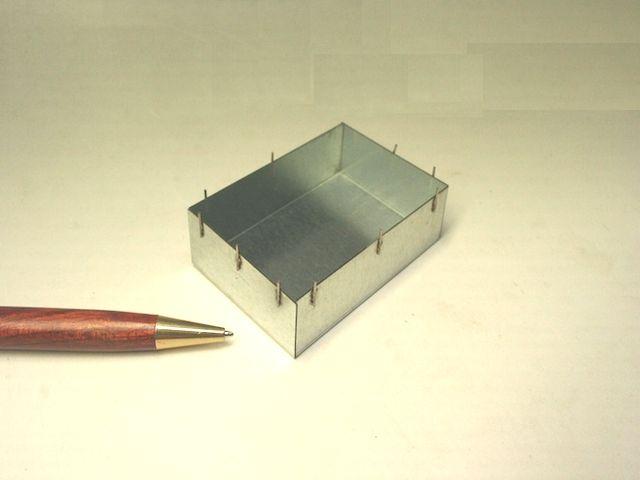 ブリキ製シールドケース足のスポット溶接画像