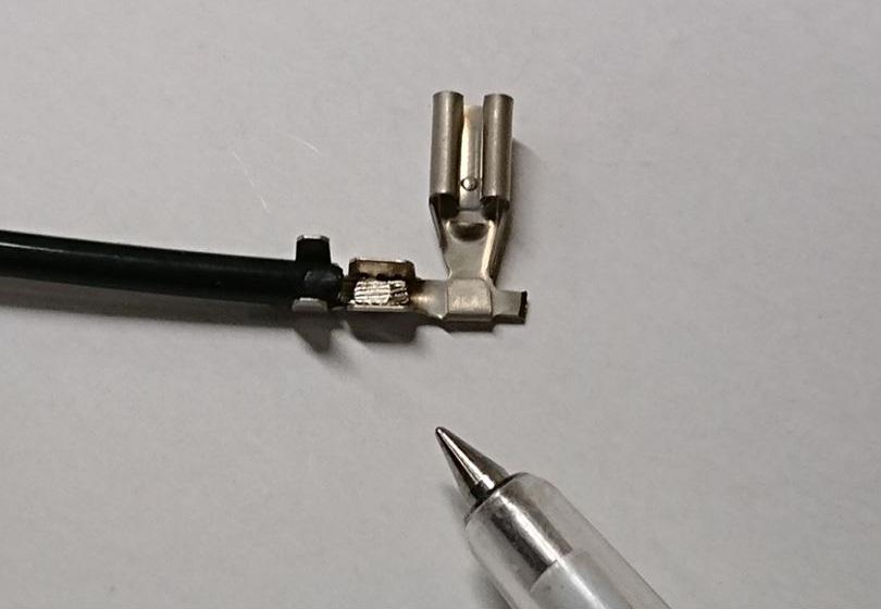 圧着端子へのリード線スポット溶接画像