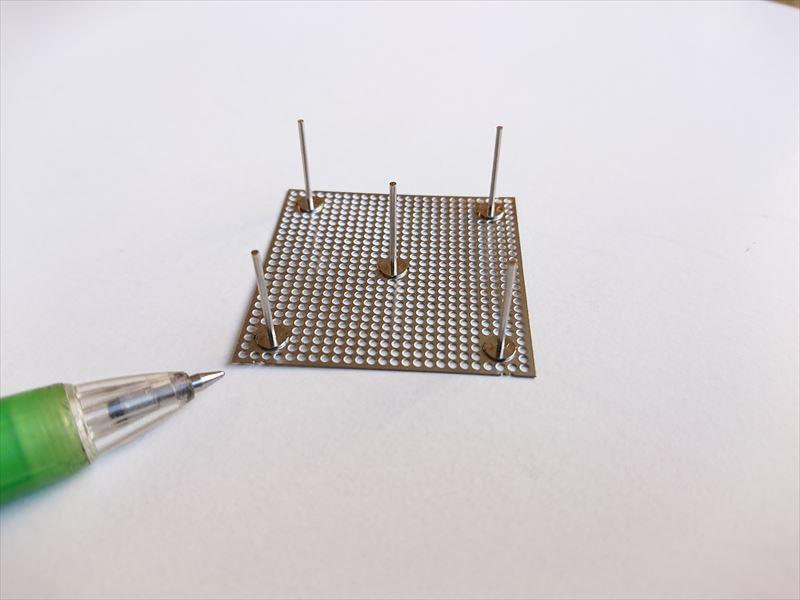 チタンプレートへの垂直ピン溶接画像