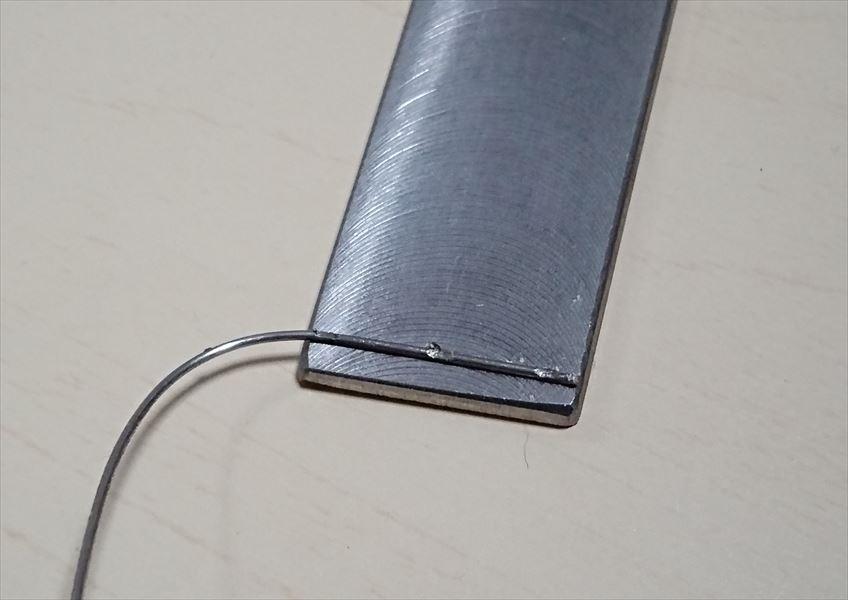 鉄アルミ合金の板材(t1.0)と線材(φ1.0)のスポット溶接画像