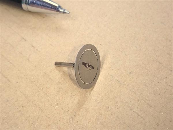 ステンレス製シャフトとプレートのスポット溶接画像