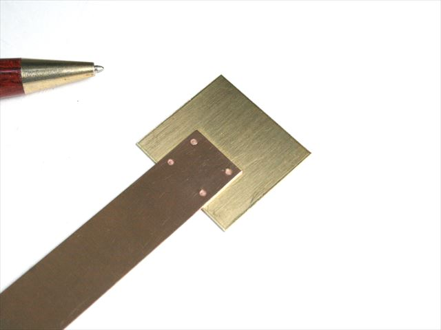 「真鍮 t1.0」と「りん青銅 t0.6」のスポット溶接テスト画像