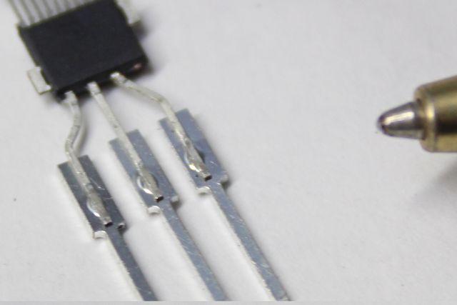電子部品 スポット溶接による端子取付け画像