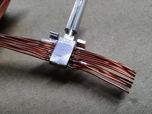 コイルの溶接 (ヒュージング加工)画像