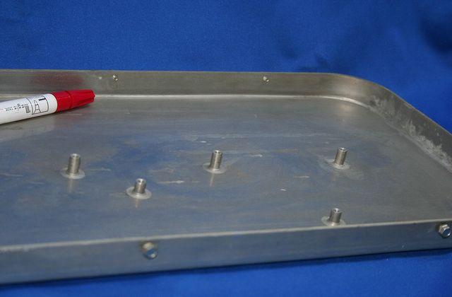 アイロン台の取り付け用スタッド溶接画像