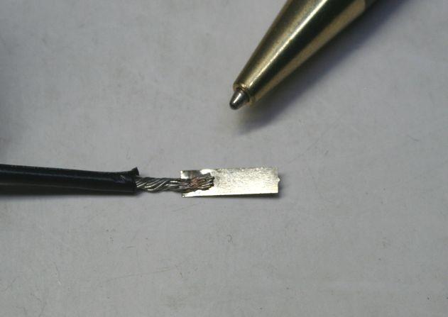 鉄ニッケルメッキ板と リード線のスポット溶接画像