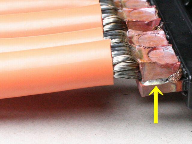 銅撚線と電気部品端子の抵抗ロウ付け画像