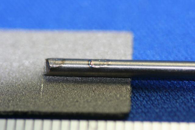 チタン6-4合金シャフトと、チタン焼結材のスポット溶接画像
