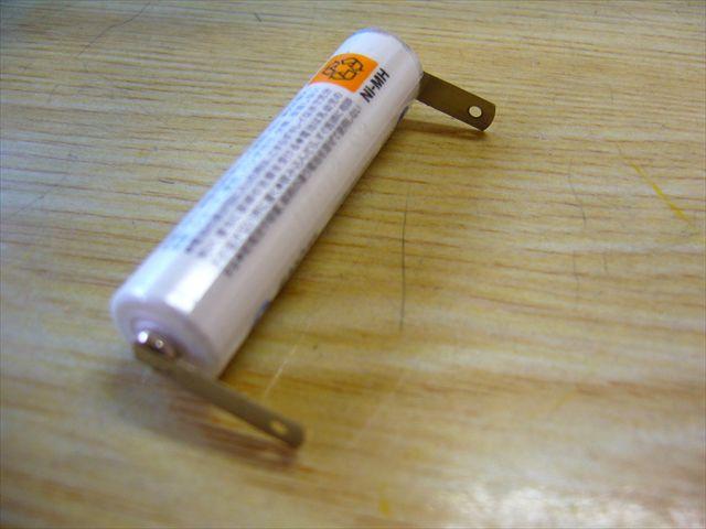 単三電池の電極タブ スポット溶接画像