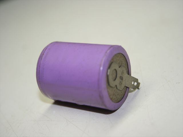 ニッカド電池 タブ付け(スポット溶接)画像