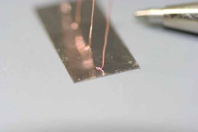 電極 銅線と純鉄板のスポット溶接画像