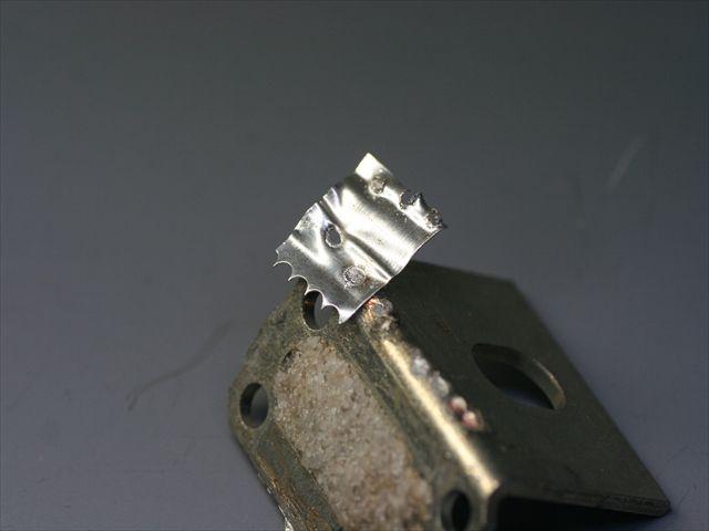 銀(t0.1)と真鍮(スズメッキ t1.2)のスポット溶接テスト画像