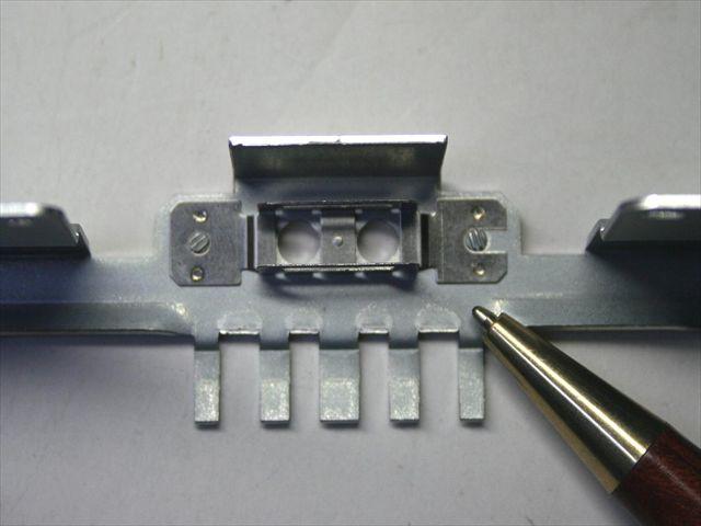 ボンデ鋼板とステンレス板バネのスポット溶接・組み立て画像