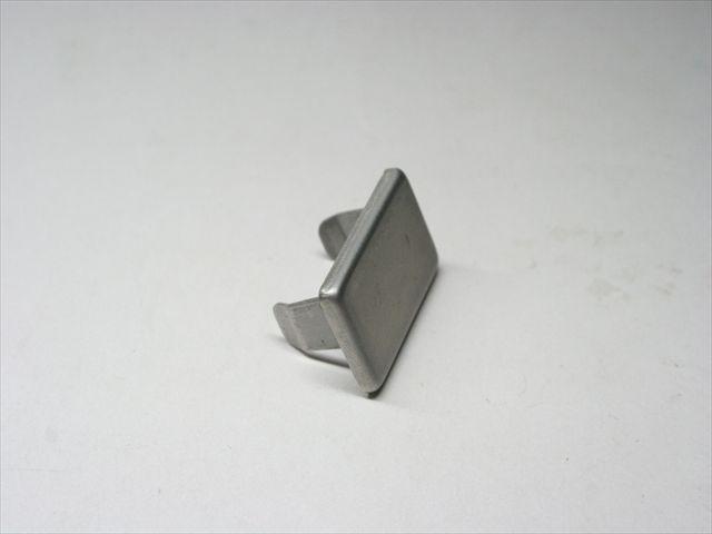 プロジェクション溶接による取り付け足の溶接画像