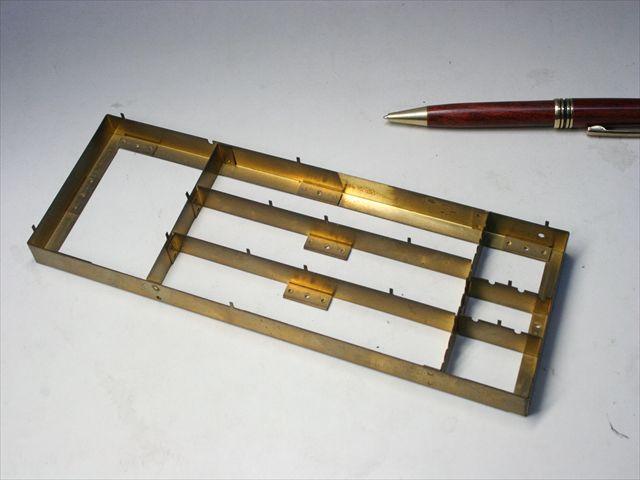 真鍮製ケースのスポット溶接・組み立て画像