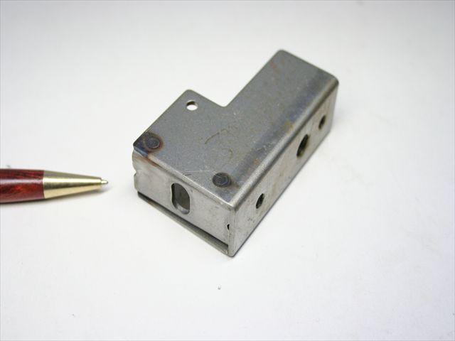 什器用金具のスポット溶接画像