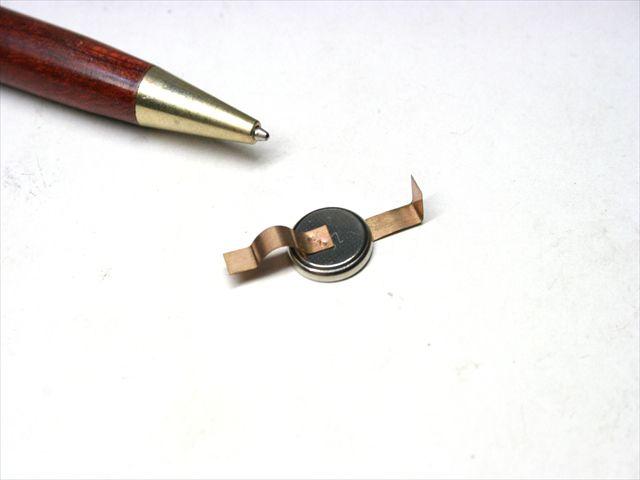 コイン形リチウム電池 タブのスポット溶接画像