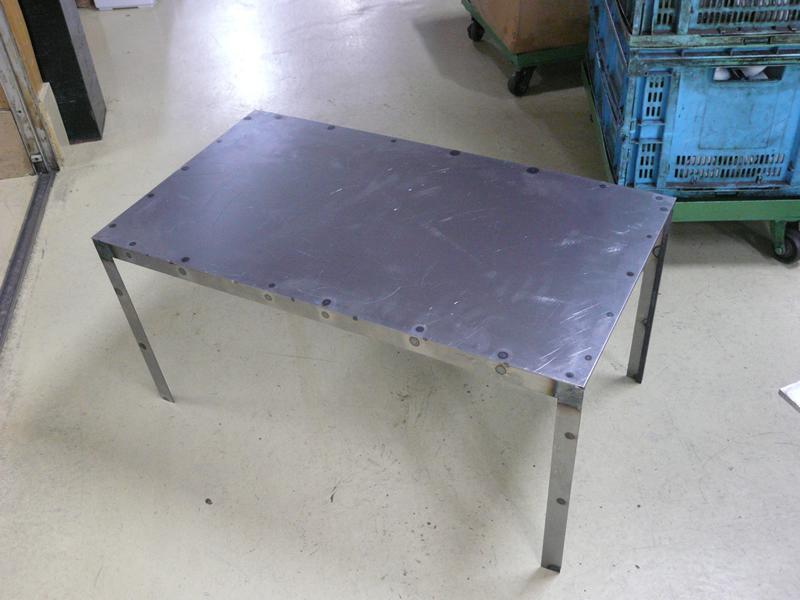 スチール製テーブル・椅子・ベンチの製作画像