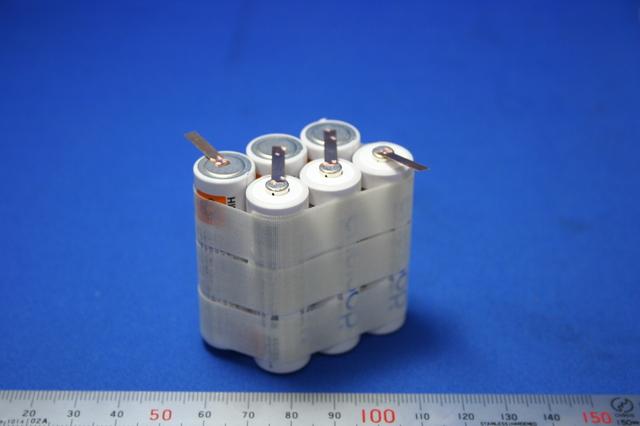 単三電池とリン青銅タブのスポット溶接画像