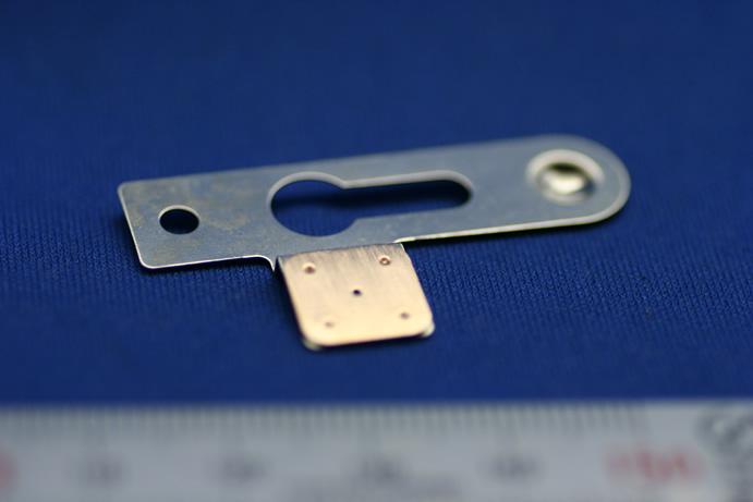 PC部品の異種金属プロジェクション溶接画像