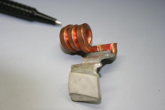 銅角棒(2.0□)と銅板(t1.6銀メッキ)のアークスポット溶接画像