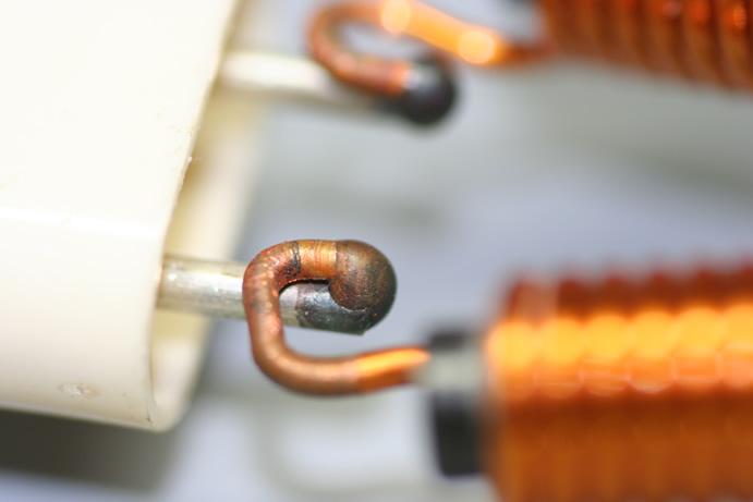 φ2.0銅シャフト(銀メッキ)とφ1.6銅コイルのアーク溶接画像