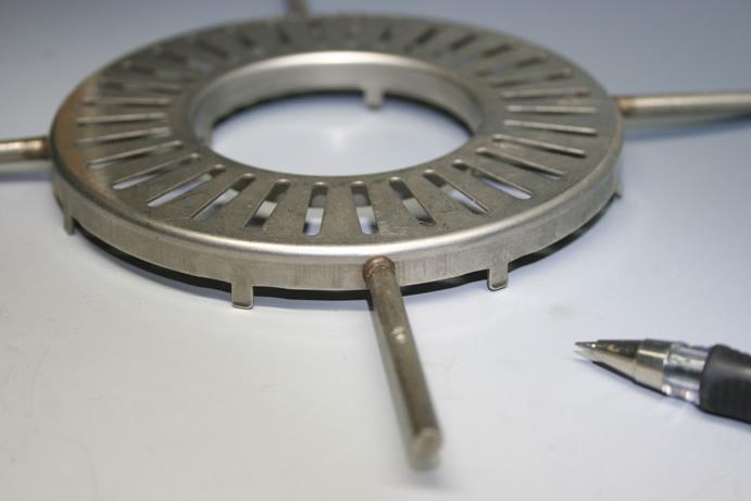 ステンレスφ5.0と円盤t0.8の調理器具スタッド溶接加工事例画像