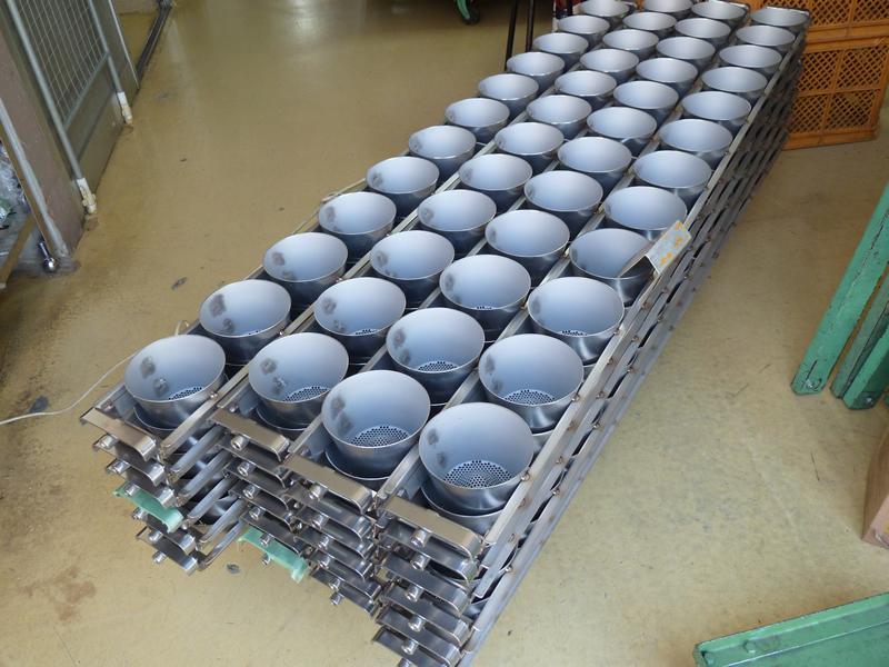 カップ麺の製造装置部品(リテーナー)の溶接組立画像