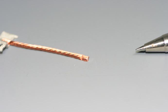リード線のマイクロヒュージング画像
