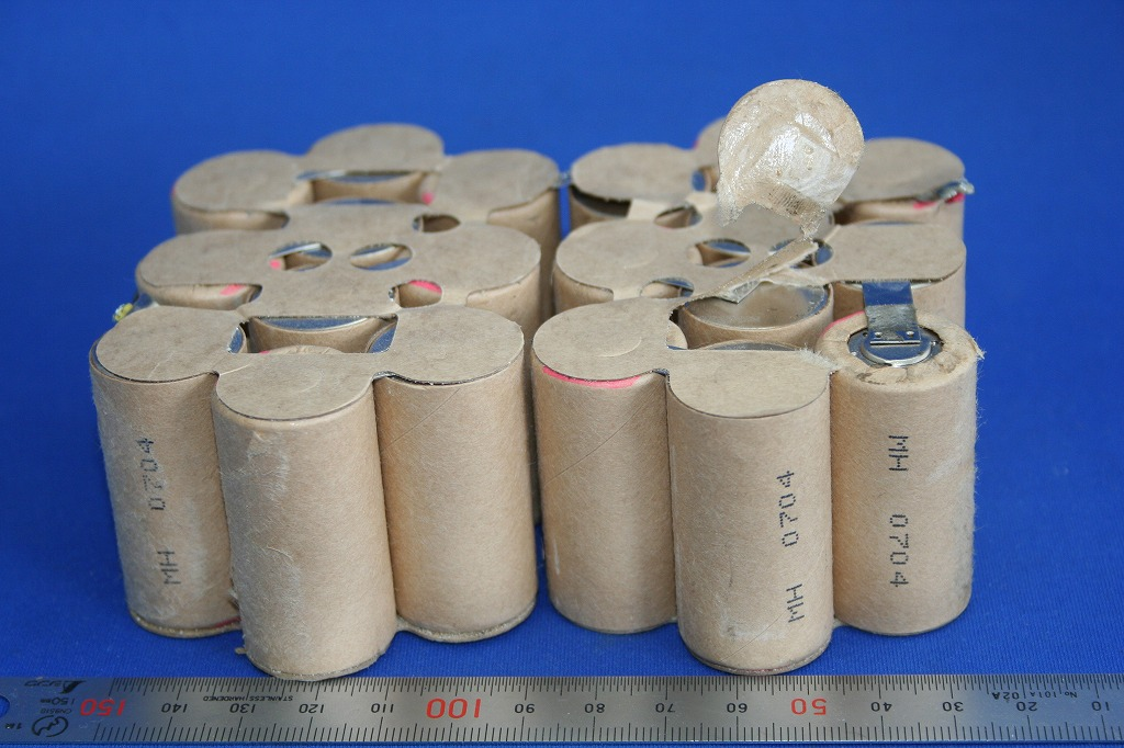 電池タブのスポット溶接画像